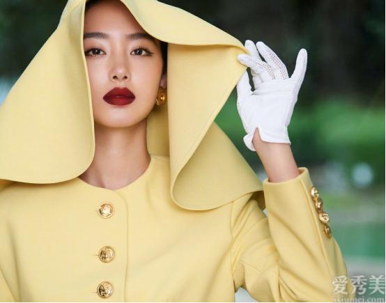 """楊采鈺真仿佛""""膠片模特美女"""",復古造型看到很有皇傢范,真是太清雅"""