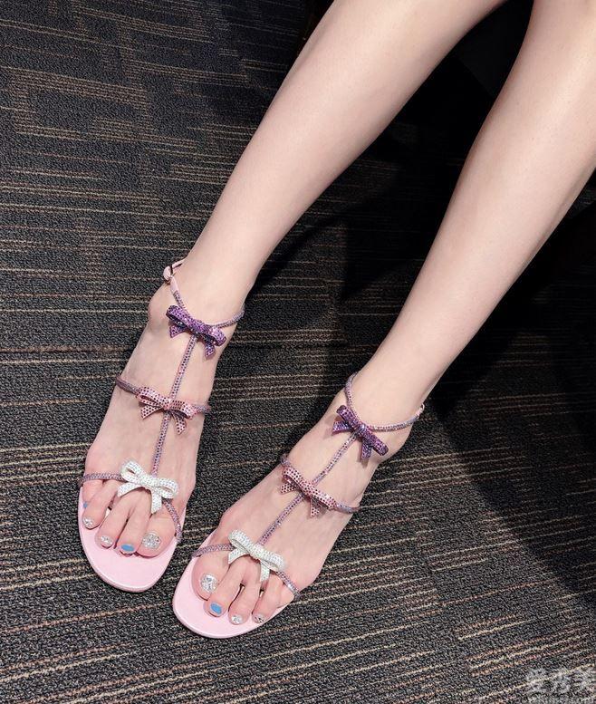 ReneCaovilla的蝴蝶結涼鞋,夏天顏值在線的秘密,最心動就是它