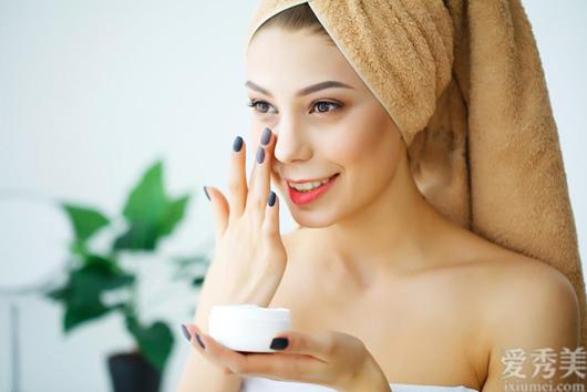不願一臉皺紋事實上並並不是無法,每日搞好這3步,皮膚緊實不老氣