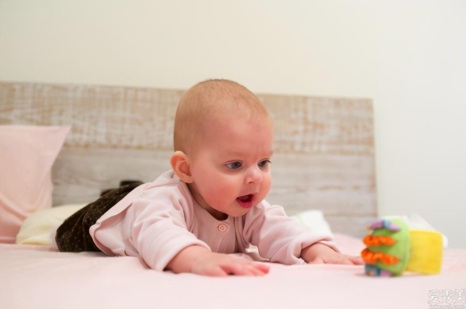 寶寶出現嚴重便秘,無需用開塞露,這幾種方法讓寶寶避免嚴重便秘