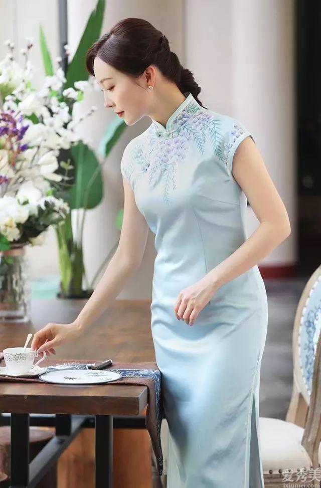旗袍怎樣穿出不同尋常氣質,參考下面這搭配,簡單十分有形式美