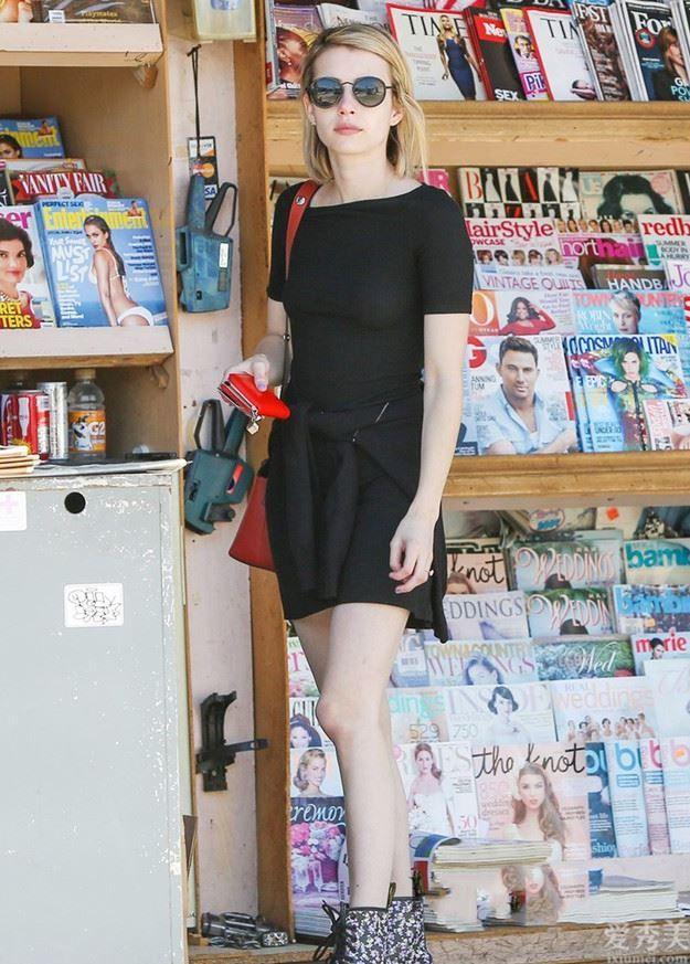 """今秋爆紅一種搭配叫:""""長裙+皮靴"""",潮流趨勢顯瘦,個子矮的女生穿特顯高"""