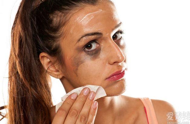 3個卸妝做出的有誤步驟!難怪臉上的痘痘會狂長、閉合性粉刺冒持續