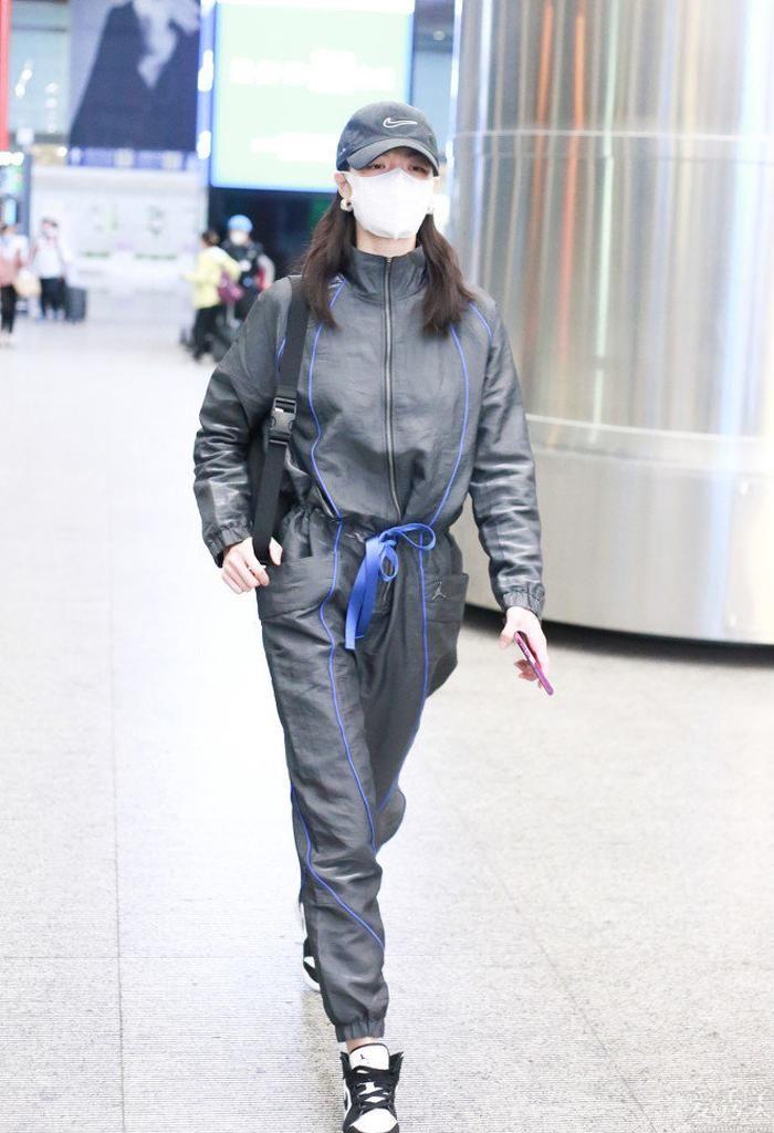"""闊腳褲過時瞭,今秋流行的是""""飛行員褲"""",潮流趨勢顯高,特適合懶人"""