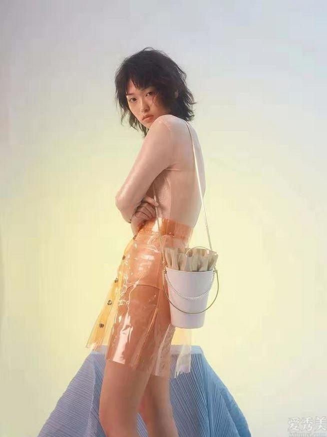 秋天包包宜清爽!超簡約的水桶包包,大容量也可陪你帥酷起飛