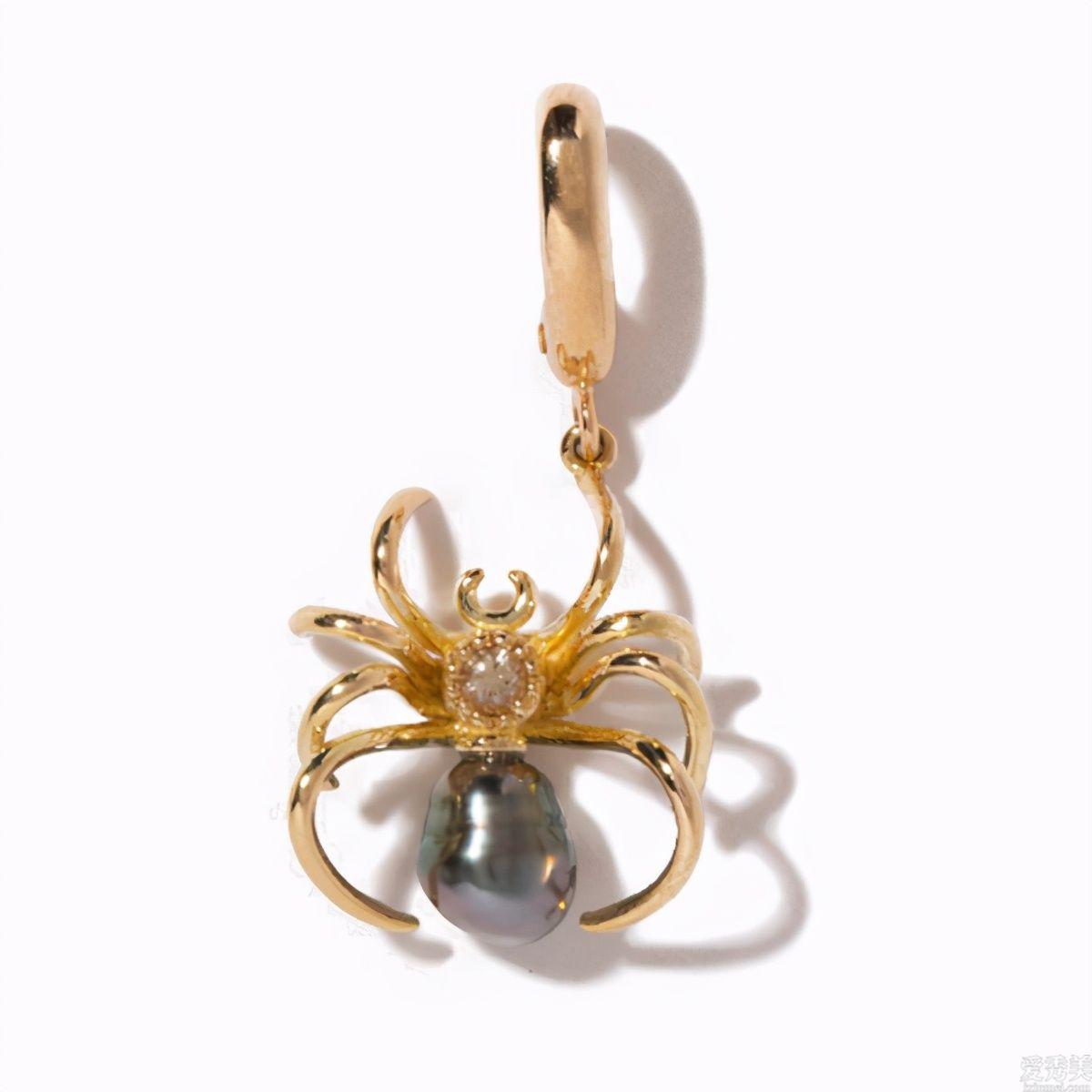 """萬聖夜的珠寶飾品經典著作中,有一把出色的""""出血匕首"""""""