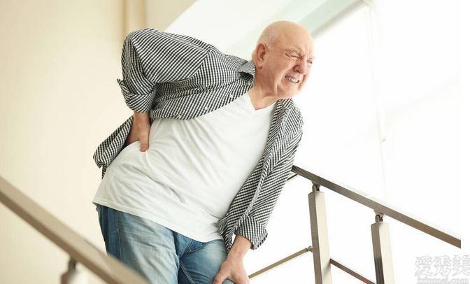 骨質疏松最喜歡老年人?鍥而不舍做好這5件事,可幫你緩解病狀
