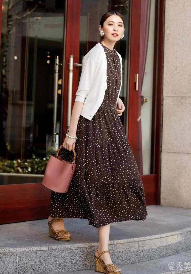這一秋天選對連衣裙才最漂亮,這5種連衣裙的穿衣打扮指南,好搭又時髦