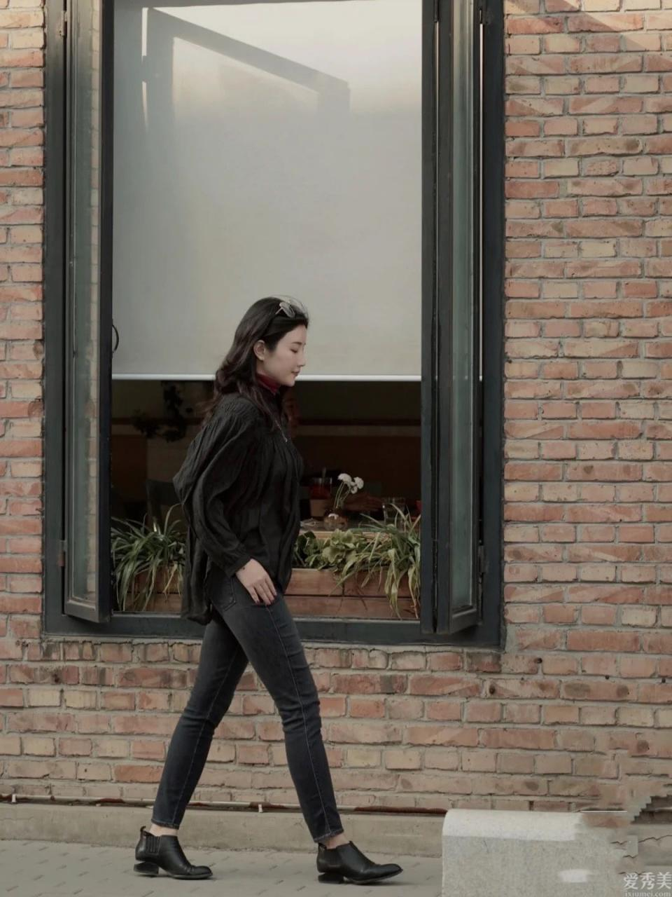 冬季穿牛仔褲時,盡量別配平底鞋,追隨時尚達人那麼穿,的確時尚潮流