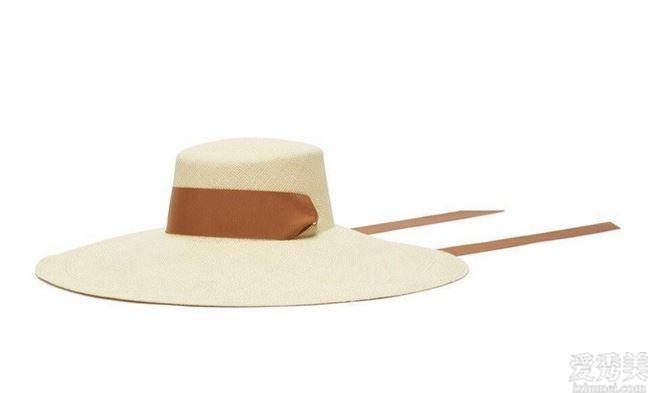 英國皇室毋庸置疑都非常喜歡醒目的頭飾,比如這5頂室內設計師的精美帽子