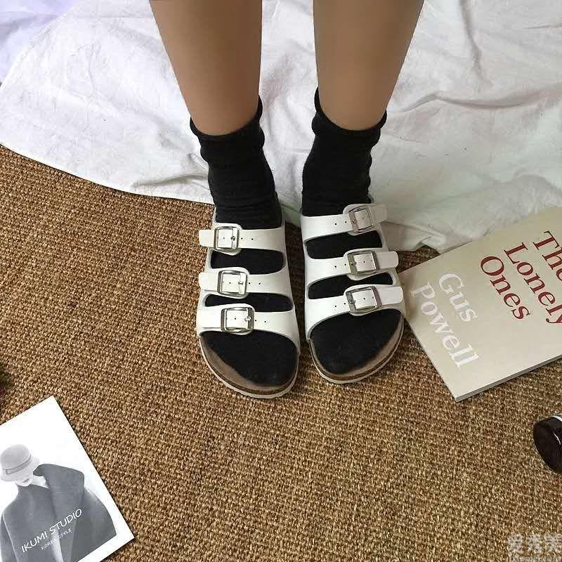 提議四五十歲的女性:平時多穿以下4款鞋子,流行趨勢又有現代感