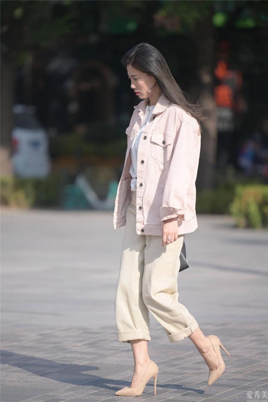 秋天要配搭什麼鞋,時尚潮流女孩兒離不開高跟鞋子,尖頭細跟鞋更受歡迎