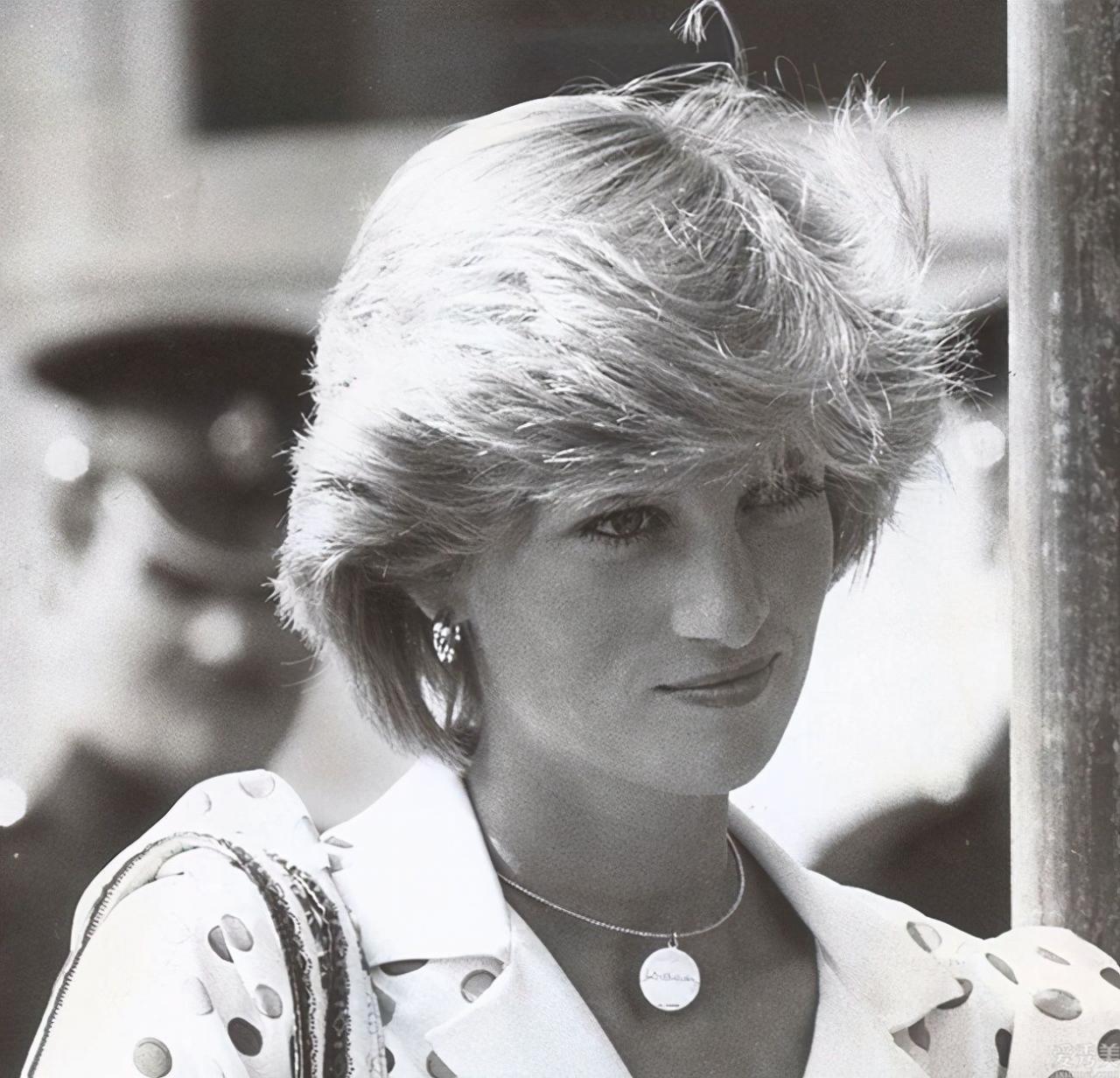 從戴安娜王妃到梅根,他們的人性化珠寶首飾個人收藏,身後都是有不同尋常的實際意義