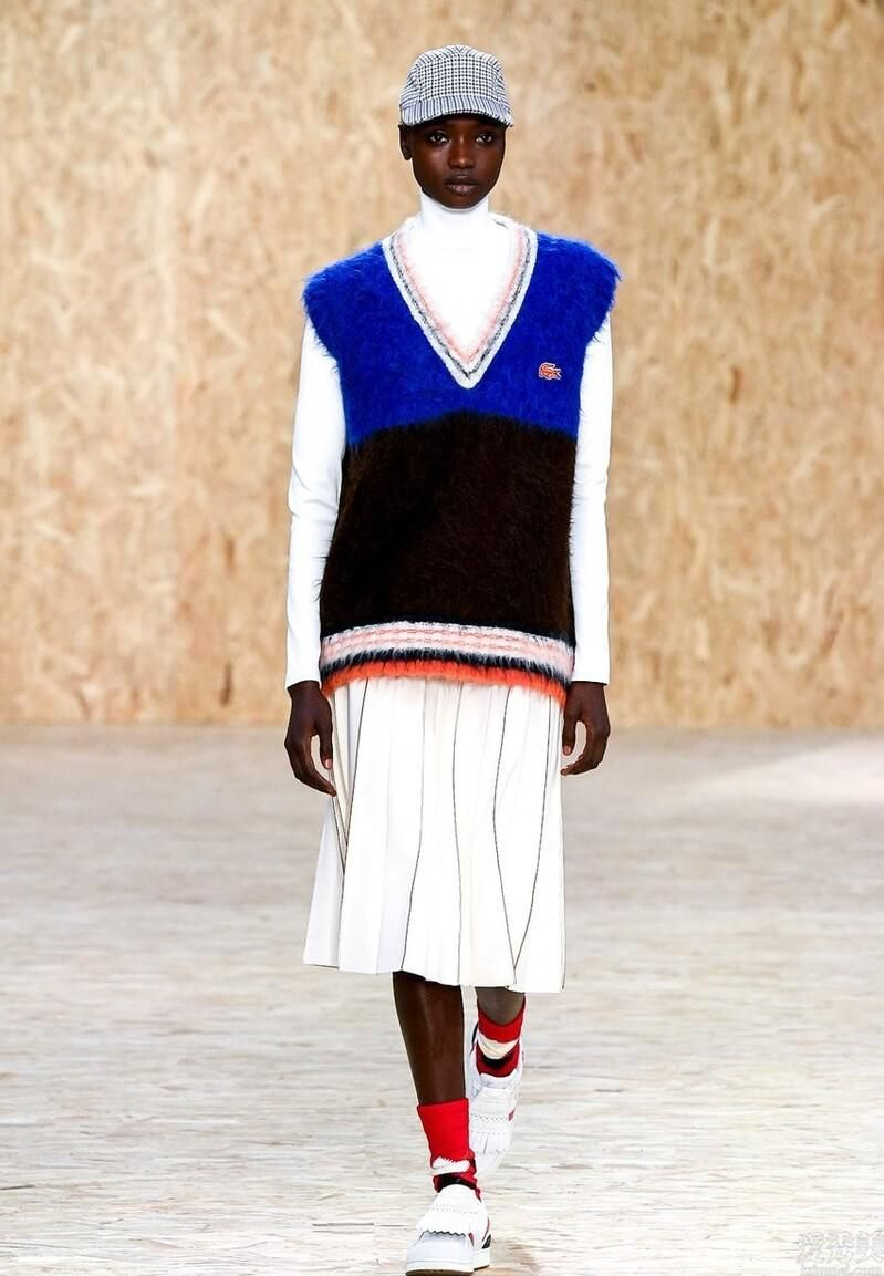 秋天就想系圍巾?不如試一下這一件高領小衫,溫暖好搭還潮流趨勢