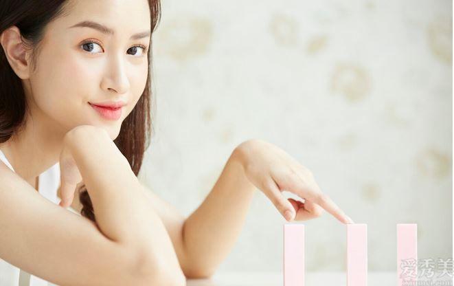 女孩兒不畫妝也能美出蒼穹,這3款口紅適合自然妝淡妝,底價又功能齊全