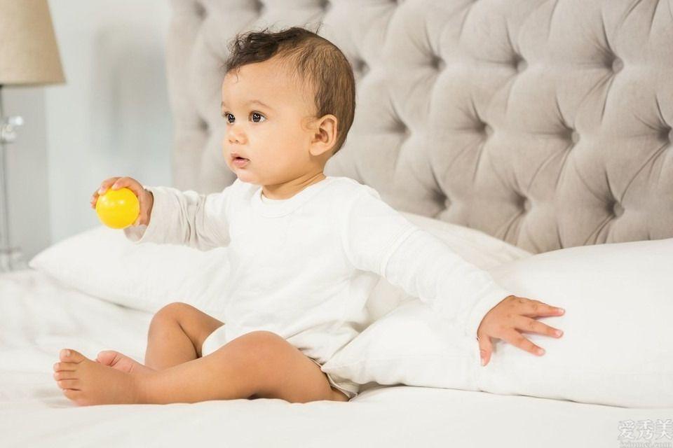 4-6個月寶寶姿勢能力咋營造?父親寶媽早知如此,輕松育兒教育不過時
