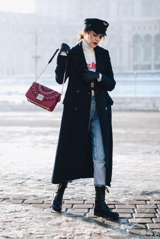 奔四的女士無須羽絨服配牛仔褲子子,學習董璇的配搭,潮流趨勢又顯年青