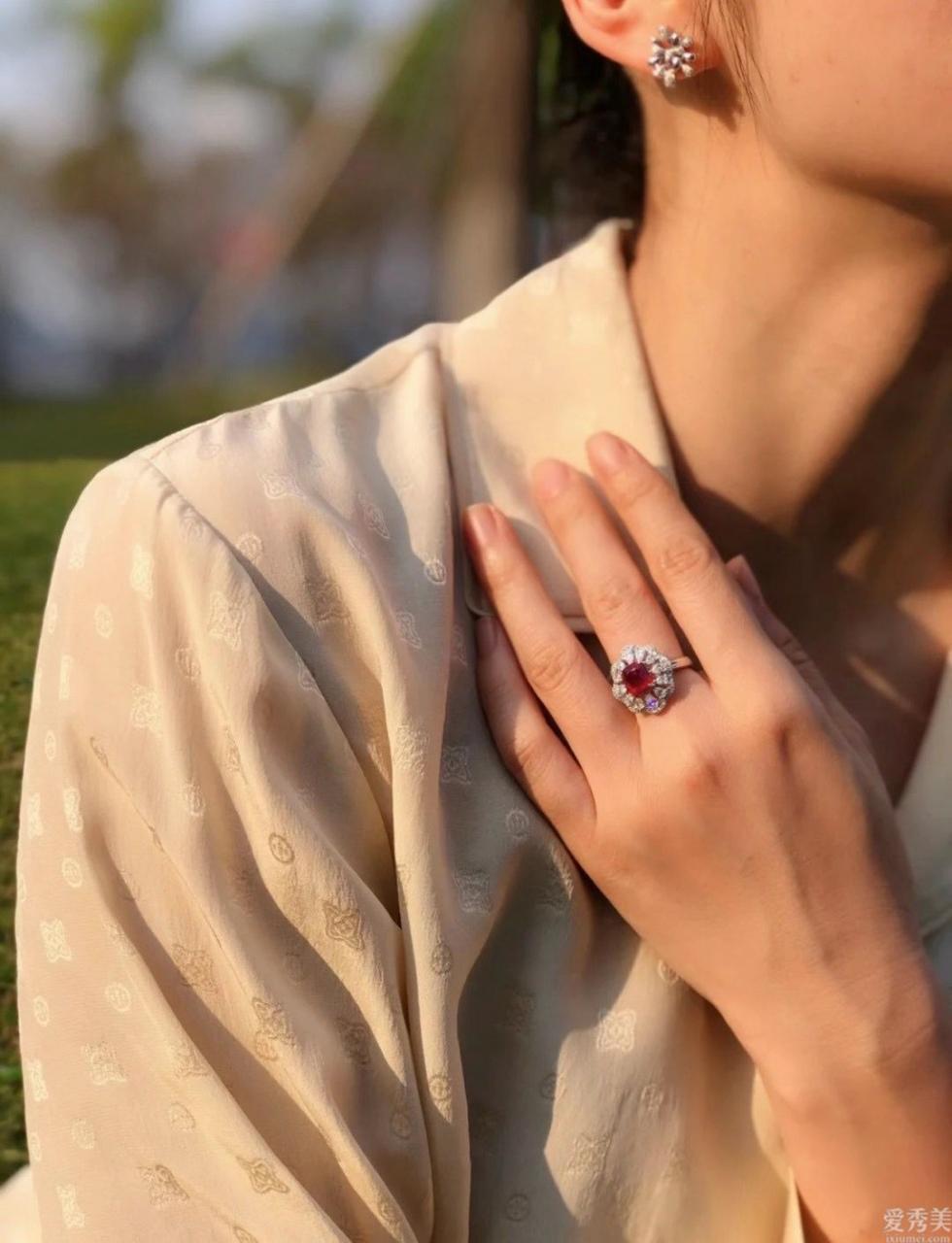 特別是在有氣質的幾類珠寶首飾首飾,十分平常適合佩戴,一瞬間提升你的氣質