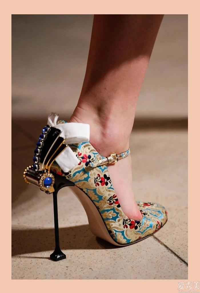 """想顯瘦不一定要穿""""超高跟"""",這4款鞋子更強穿,特合適小個子女生女生小女孩"""