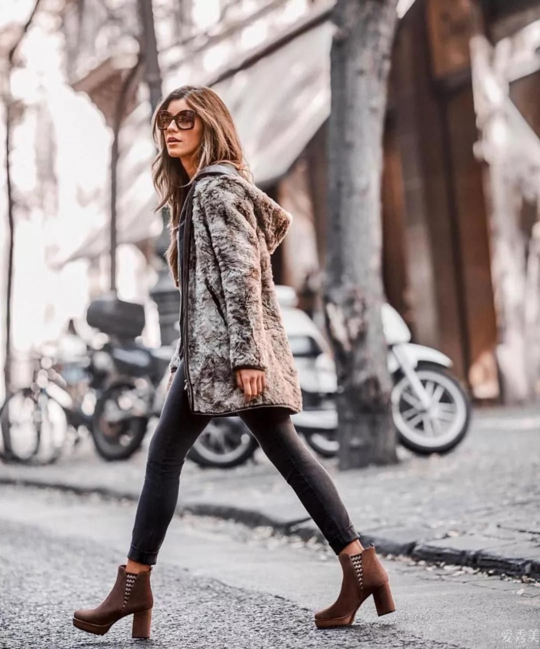 女士身高不足165,提議冬天穿這3條褲,配搭女靴,時尚潮流顯苗條的大美腿