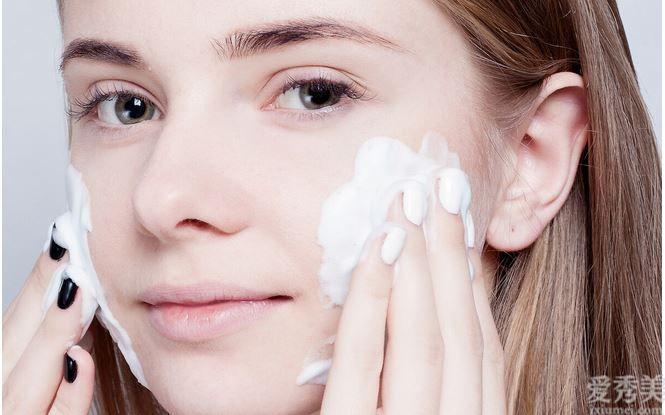 女生晚上做好這一些事,皮膚白凈細膩、有光滑度,淡妝也很精致