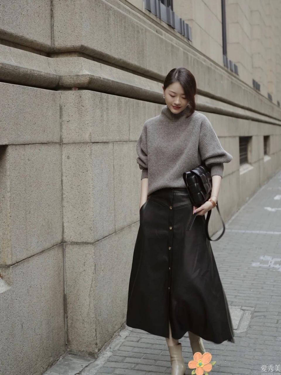 不管皮靴還是短靴,秋冬少買黑灰色,這三種色調更強搭,顯高顯修長美腿
