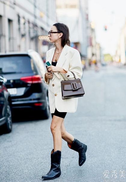 """今年時興的3雙""""靴子"""",時尚潮流顯高顯修長美腿,閉上眼睛入都沒有錯"""