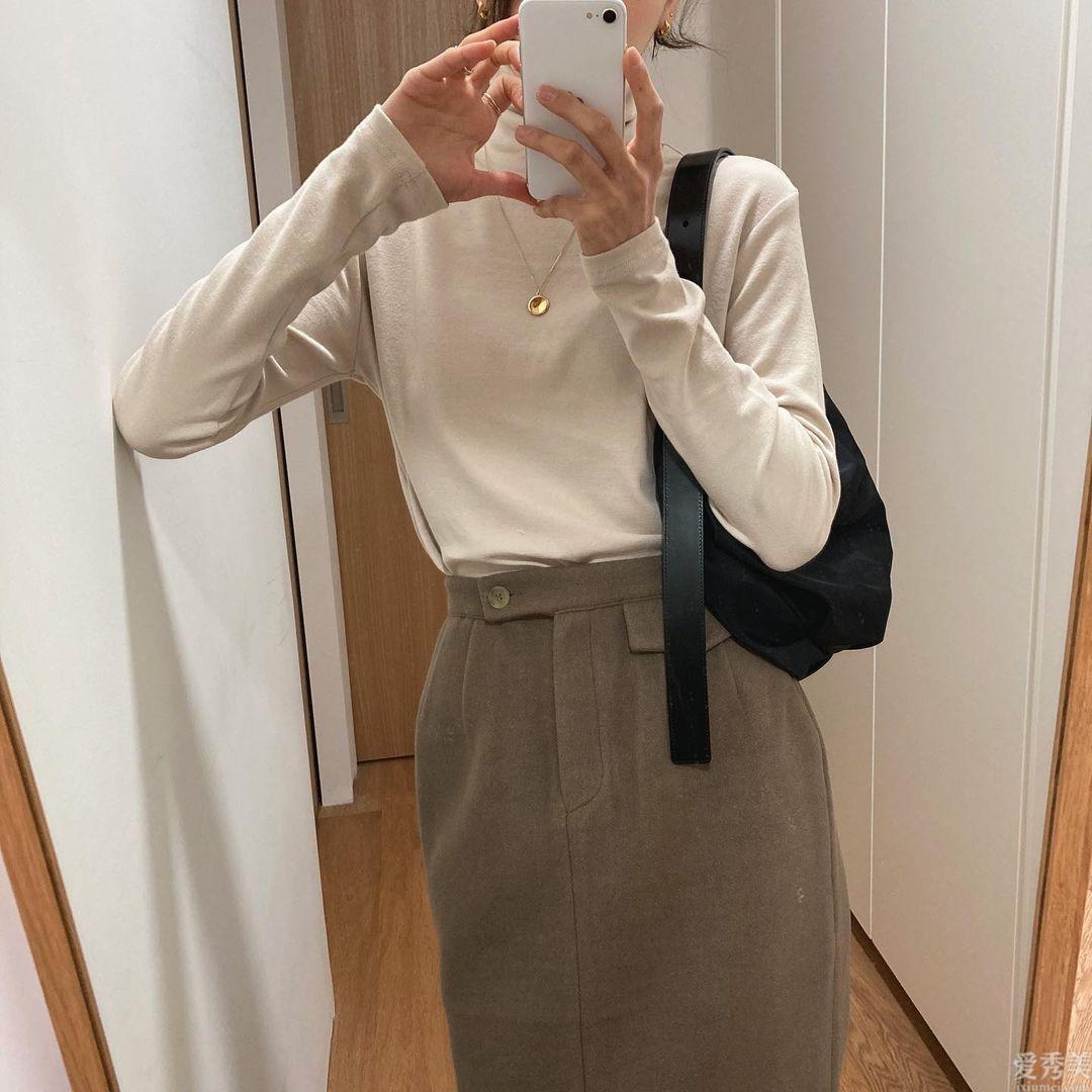 30歲女人還找錯高領打底衫的色調,那般的配搭讓你輕松告別行路人感