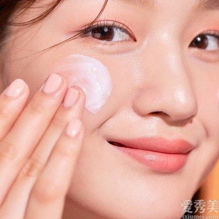 皮膚科醫師給熟齡肌6大保養建議改成無泡清除品、次數可減少