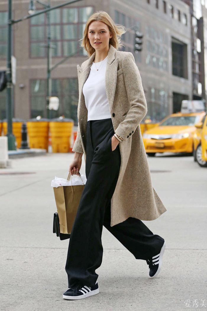 """最近爆紅一種新穿法,叫""""過膝不過踝"""",潮流趨勢防凍保暖,個子矮的女生也適合"""