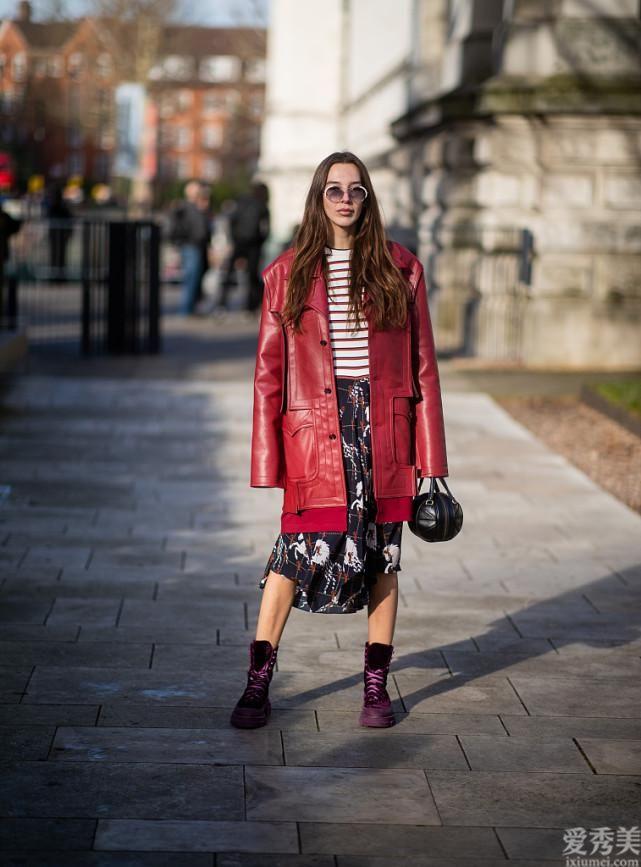 女士過去40冬天別穿太樸素,碎花那麼搭配太顯年青,看到年輕很多