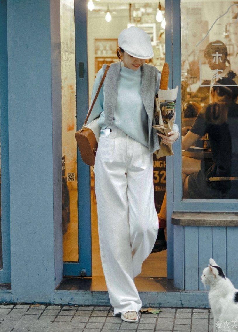 女性以往三十歲,該試一下輕熟風的穿著打扮搭配瞭,呈現完善女性氣質