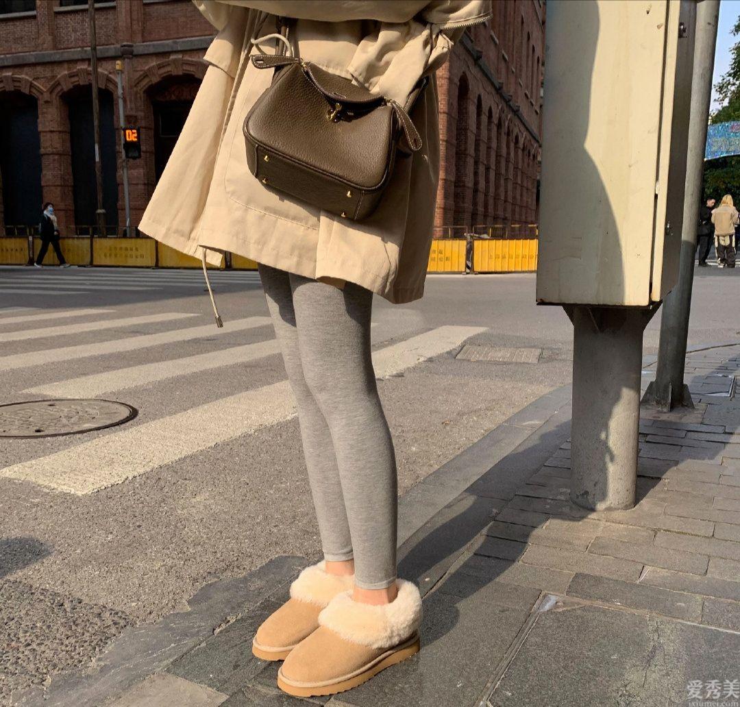 今年冬天穿鞋子,一雙靴子就可以瞭!不但能搭女裙,搭配女裙也很漂亮