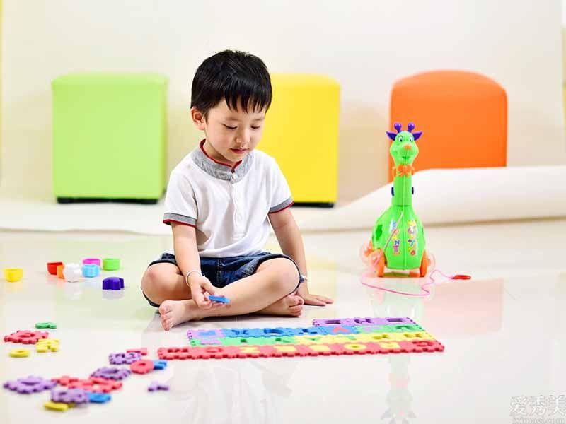 自閉癥有12項預兆,掌握學齡前兒童兒童的個人行為發展,有出現異常提升警覺