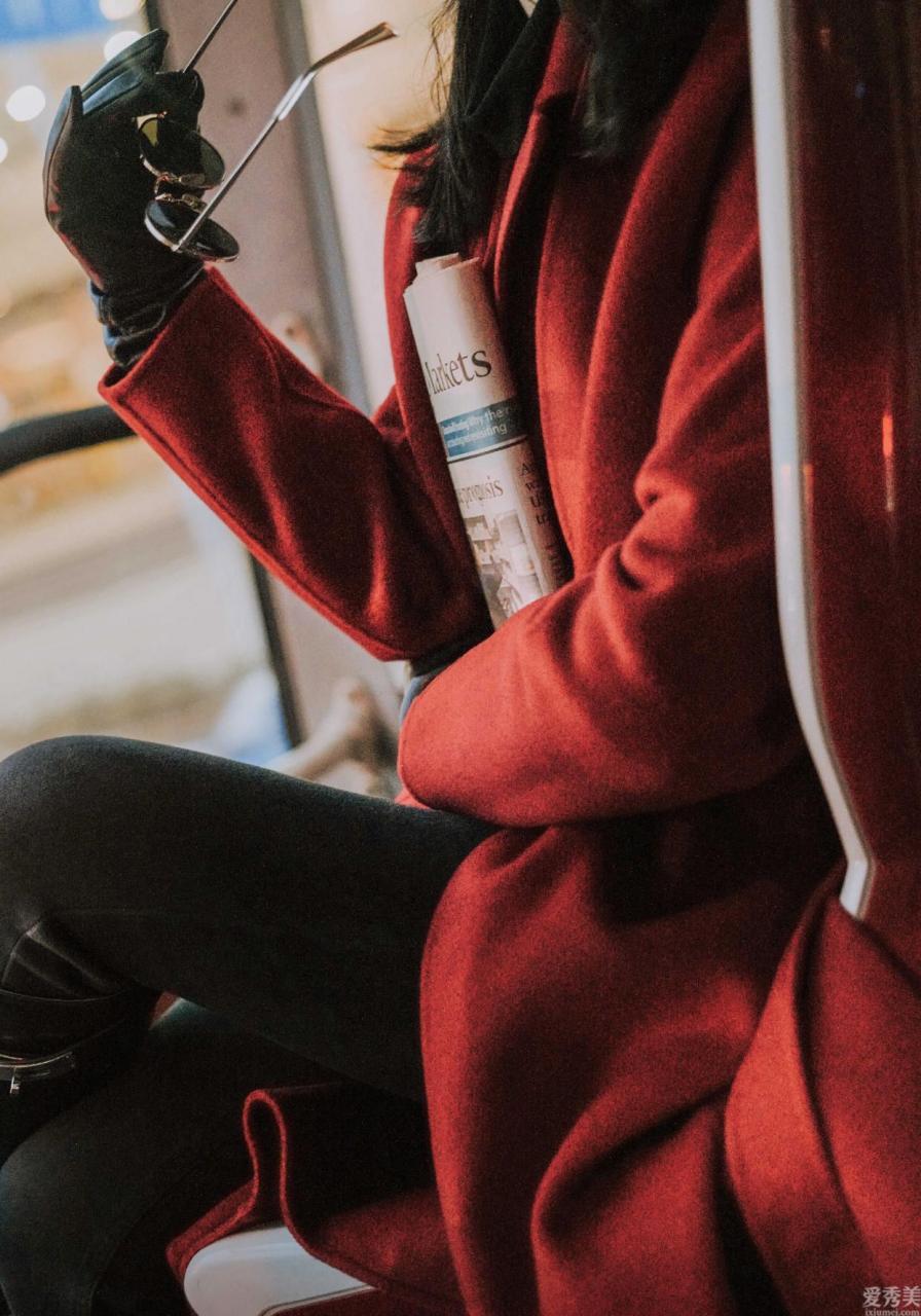 年末自然要穿紅色啦,紅色疊搭就很高級,潮流趨勢顯高太美瞭