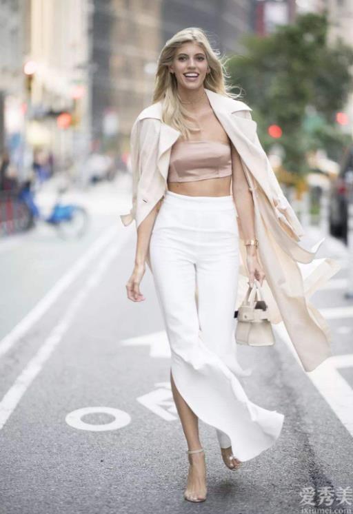 """最近爆紅一條褲子,叫""""樹杈褲"""",時尚潮流又人性化,時髦精都穿上瞭"""