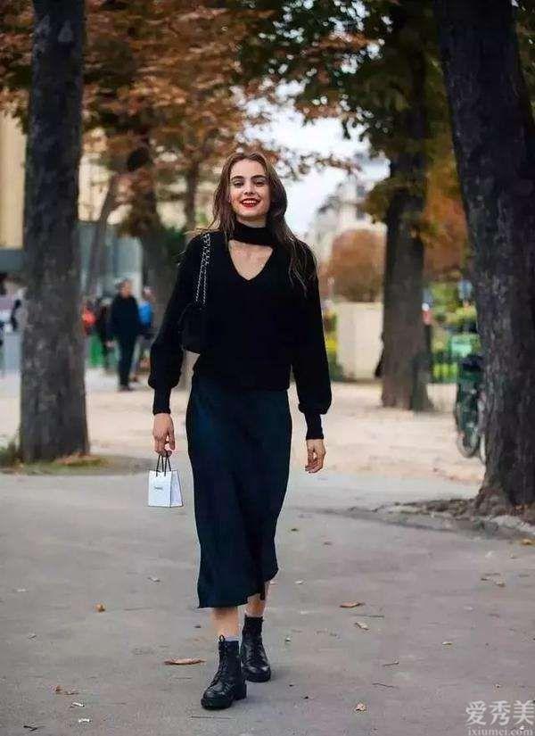 """2020年爆紅一種配搭穿法,叫""""毛衣+靴子"""",時尚潮流防凍保暖,誰穿誰好看"""