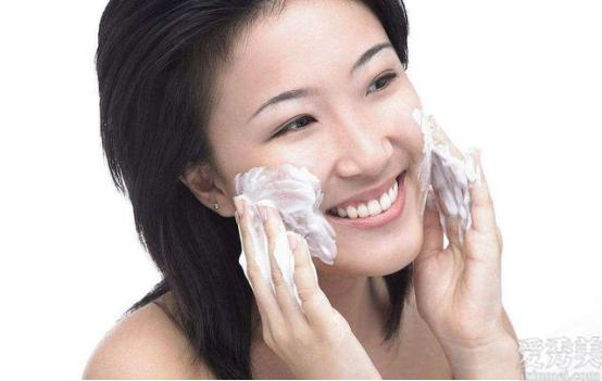 日常多做2件事,做的越大,臉上的皺紋越少