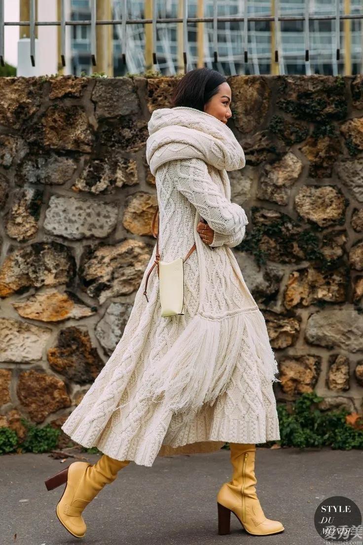 毛衣+半身裙,潮流趨勢又顯年青,美炸瞭