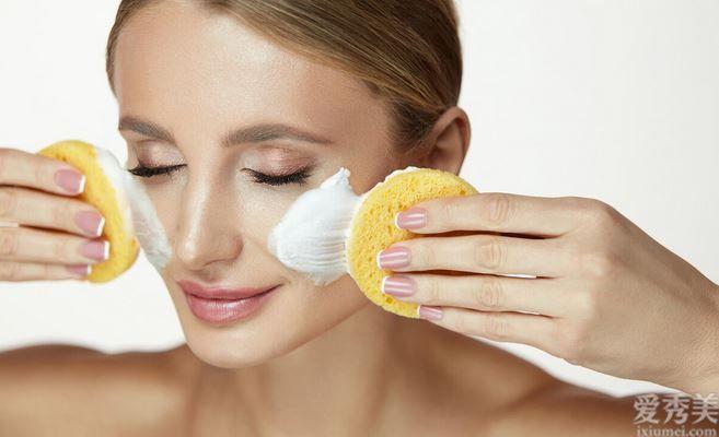 白皮膚的女生是怎麼皮膚保養的?