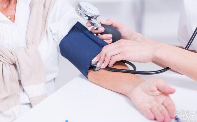 老年高血壓具體表現為收縮壓高,舒張壓低,有什麼損害,怎麼治療?