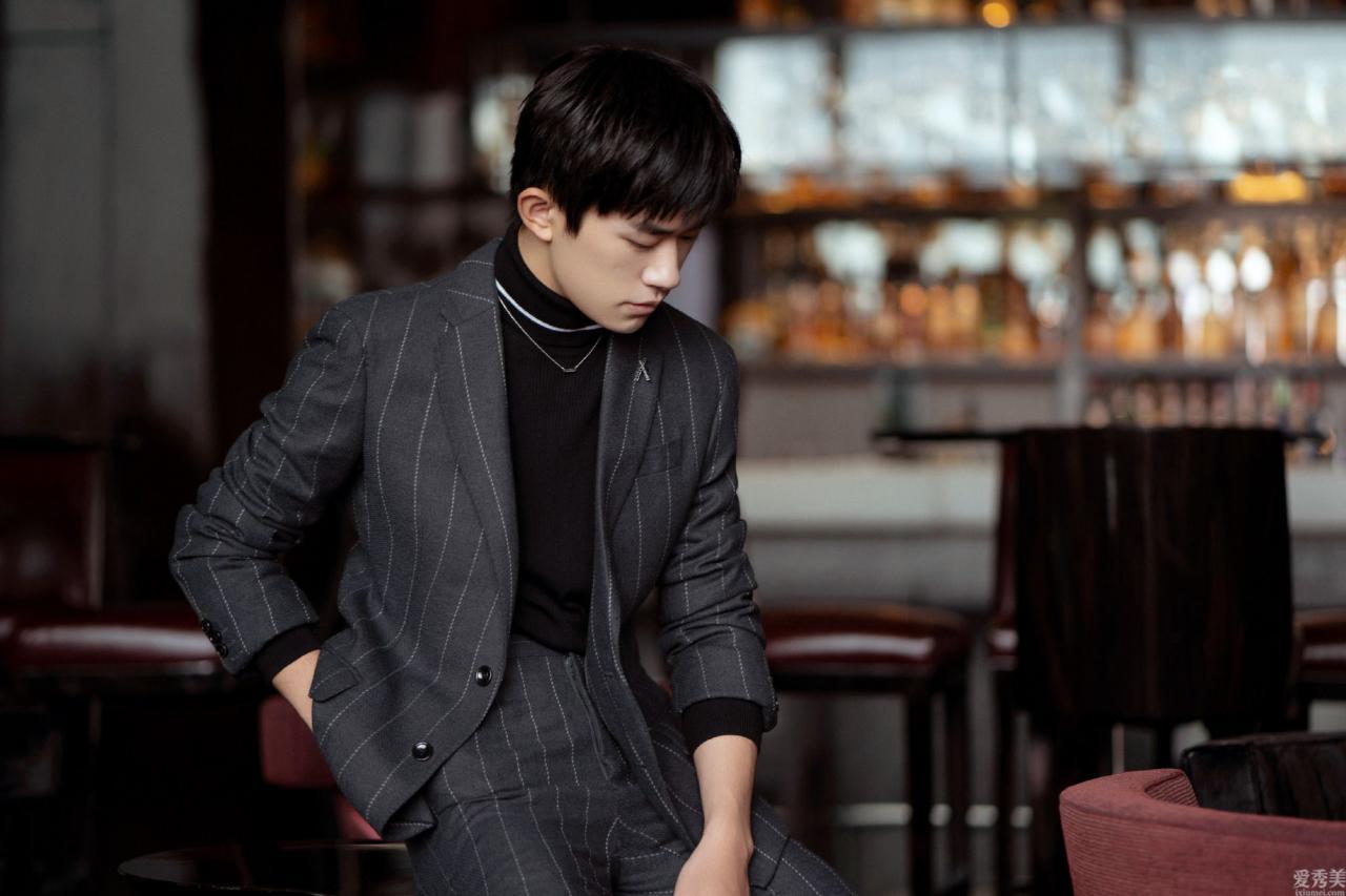 王一博的領結,張藝興的絲巾,關鍵點配搭究竟有多關鍵?
