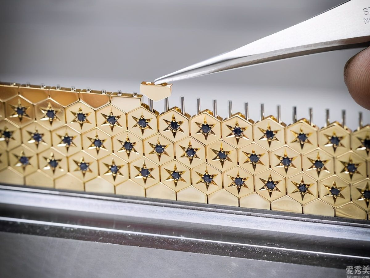 風Luxury梵克雅寶神密表3種戴法拆下表殼變胸針、煉墜