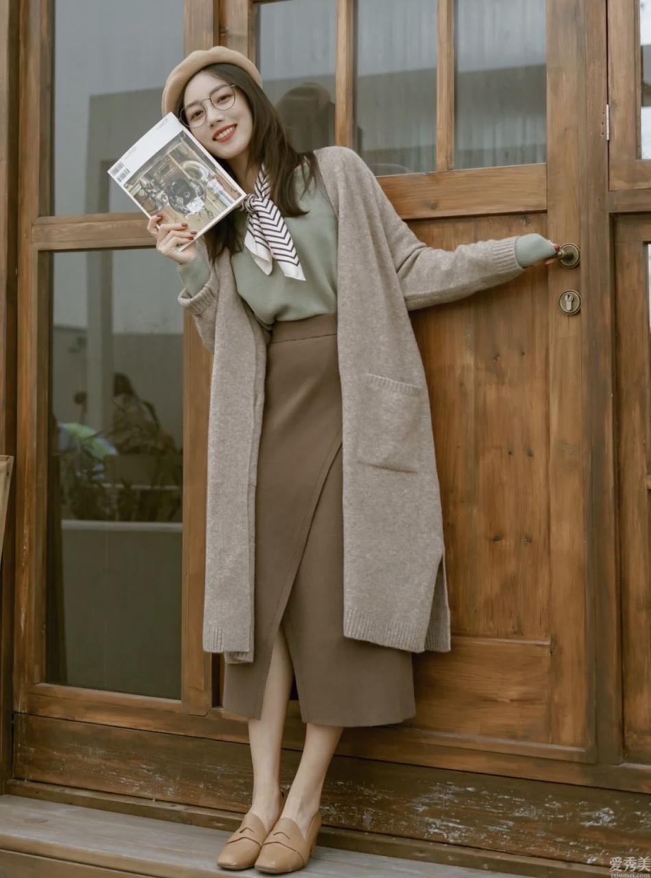 """暖黃皮膚的女孩多穿""""莫蘭迪色系"""",最顯白又高級,溫柔全部冬日"""