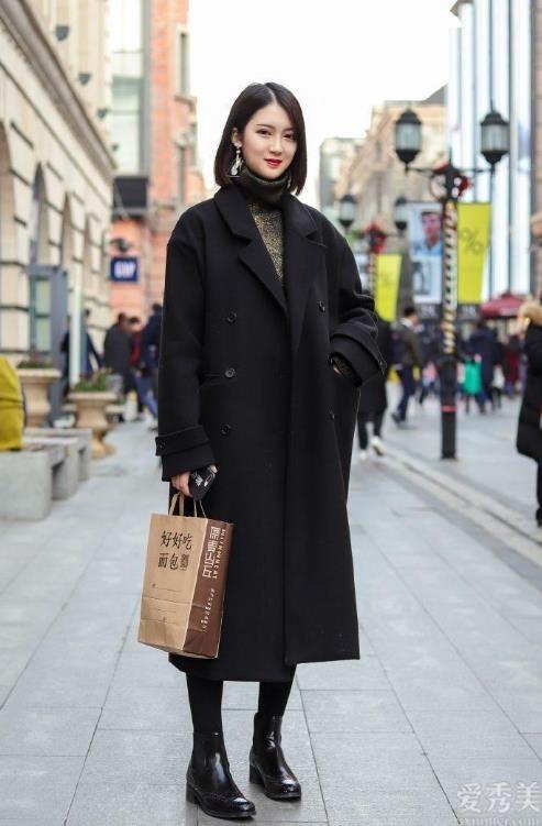 """中年婦女最好是少穿馬丁鞋,簡潔的""""無痕靴""""更合適你,雅致高級"""