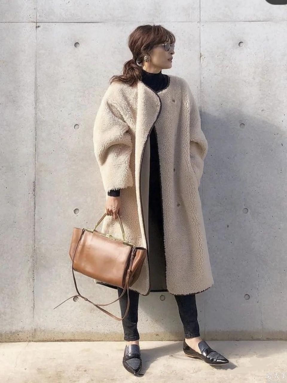 """小腳褲才算是冬天藏寶單品,學日本時尚博主的""""一褲多穿"""",簡潔又雅致"""