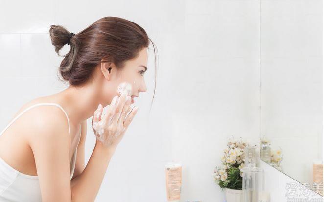 冬季洗臉也註重?方式不正確很有可能造成你的日常肌膚護理純白色做