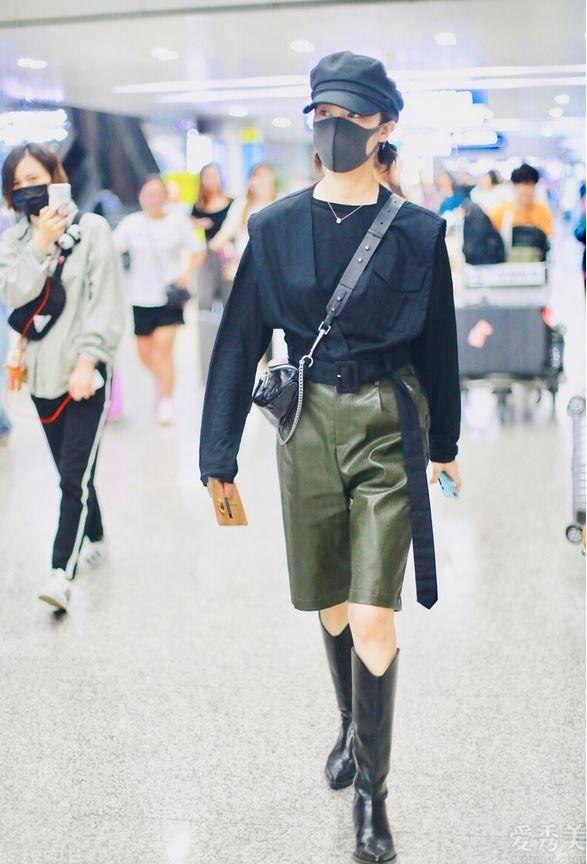 """2020年最紅的""""及膝靴"""",配牛仔褲子、長裙都很漂亮,簡直時髦好搭又顯瘦"""