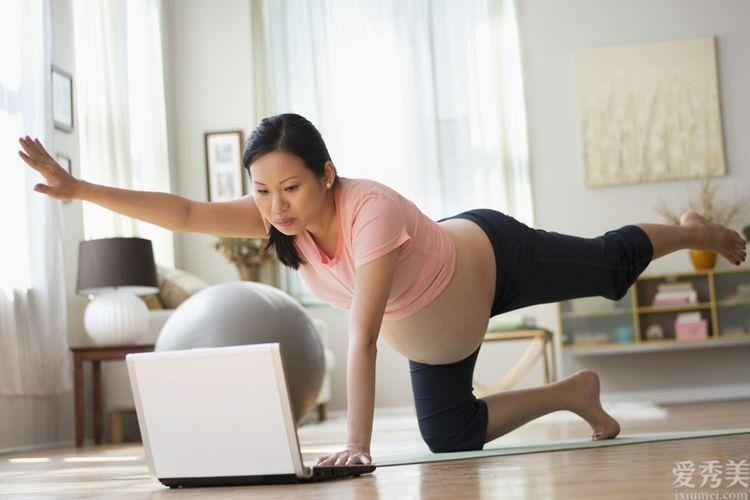 為何到瞭懷孕後期,十個孕媽媽九個腿部水腫?醫師:搞好這種可減輕