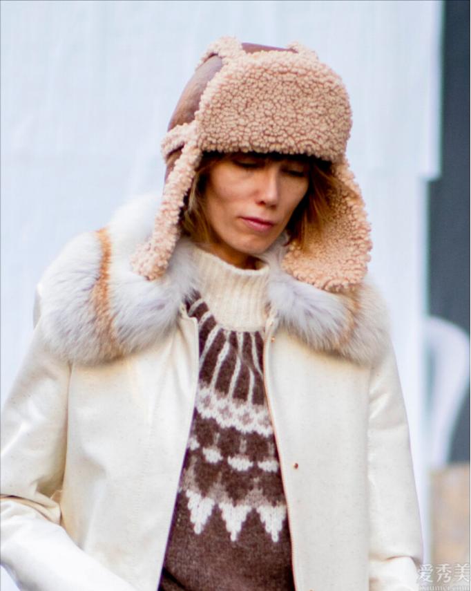看著有點兒俗氣的雷鋒帽,2020年翻盤變時髦貨,防寒保暖引人註意、楊穎也在戴